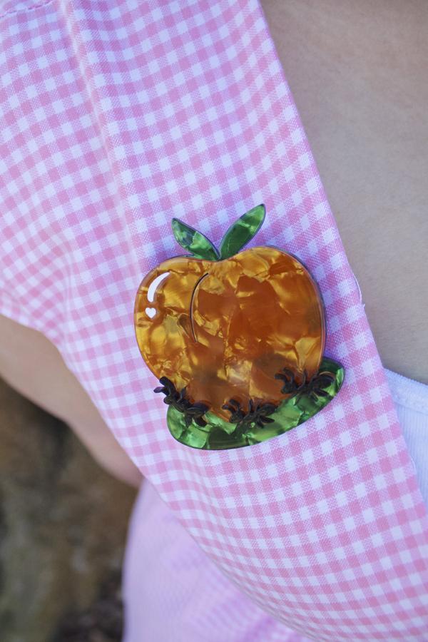 erstwilder peachy keen brooch