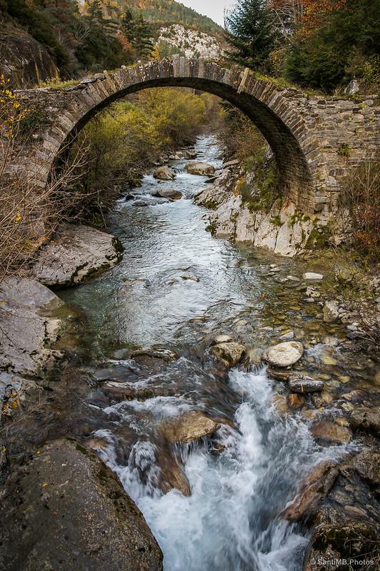 Puente románico sobre el Belagua