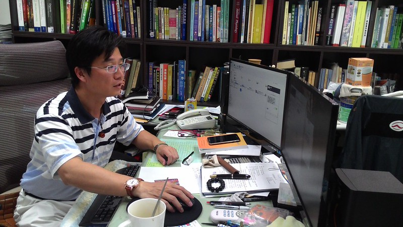 國立台灣海洋大學環境生物與漁業科學學系教授鄭學淵,說明生態調查的重要性及進展。攝影:林倩如。