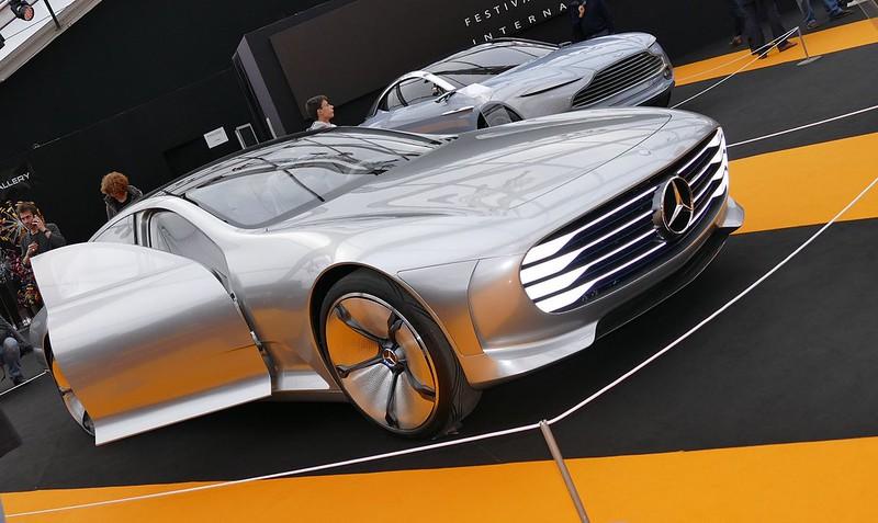Plus d'un siècle entre deux modèles de Daimler Benz Mercedes 24587929762_9aab07c9fd_c