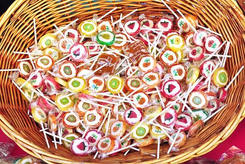 Nizza, März 2016. Süßes vom Boulanger, Pâtissier, Chocolatier, Confissier ... Einkäufe und Schaufensterfotos. Senteurs d'Autrefois, Ostern steht vor der Tür und der Zahnarzt freut sich schon - Foto Brigitte Stolle 2016