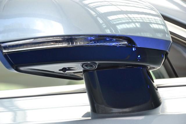 4 kamere pokrivaju 360 stepeni oko vozila