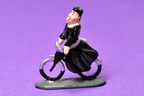 Pfarrer Fahrrad Don Camillo Fernandel Figur kleine H0 Makrofotografie Kleine Welt ganz groß Foto Brigitte Stolle Mannheim 2016