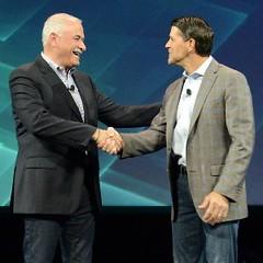 Robert LeBlanc, vicepresidente senior de IBM Cloud y Pat Gelsinger, CEO de VMware