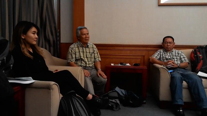 (中)Nicholas Bawin(伊班族原住民)、Joe Tung(本南族原住民)。攝影:林倩如。