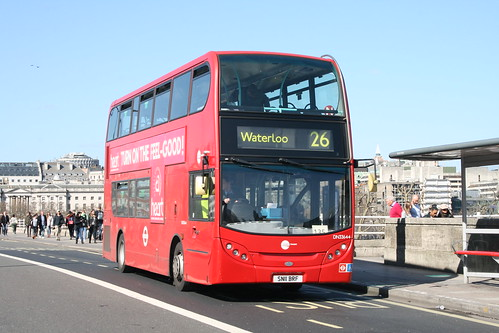 CT Plus DN33644 on Route 26, Waterloo Bridge