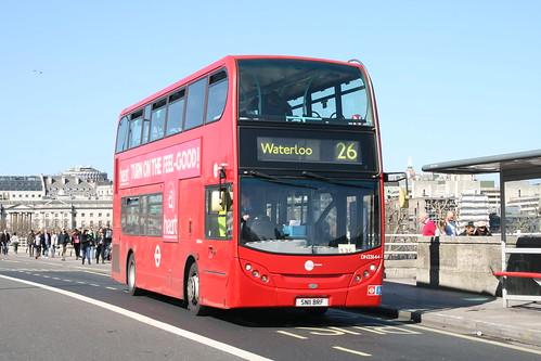 CT Plus DN33644 on Route 26, Waterloo Bridge