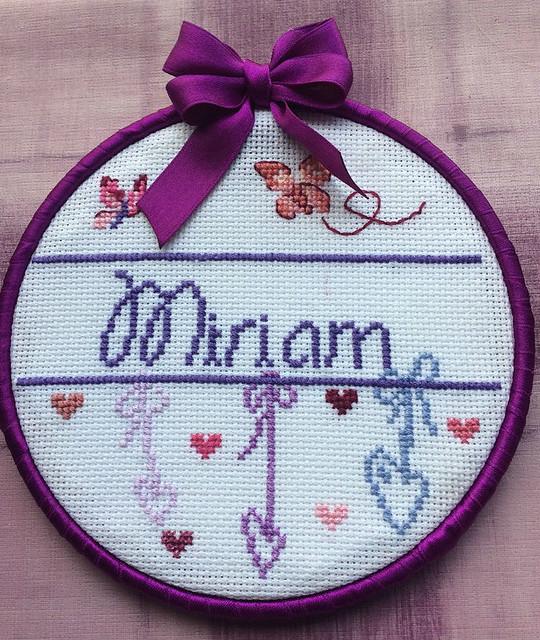 Bastidor con el nombre de Miriam