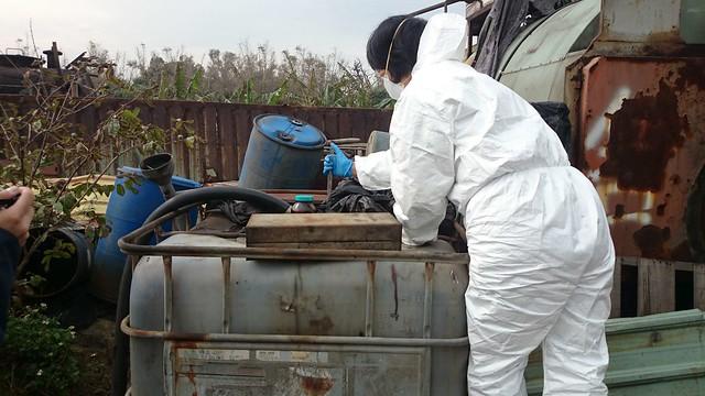油泥採樣。圖片來源:環保署。