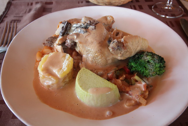 Bresse-kip met verse morieljes in een saus van Vin Jaune...