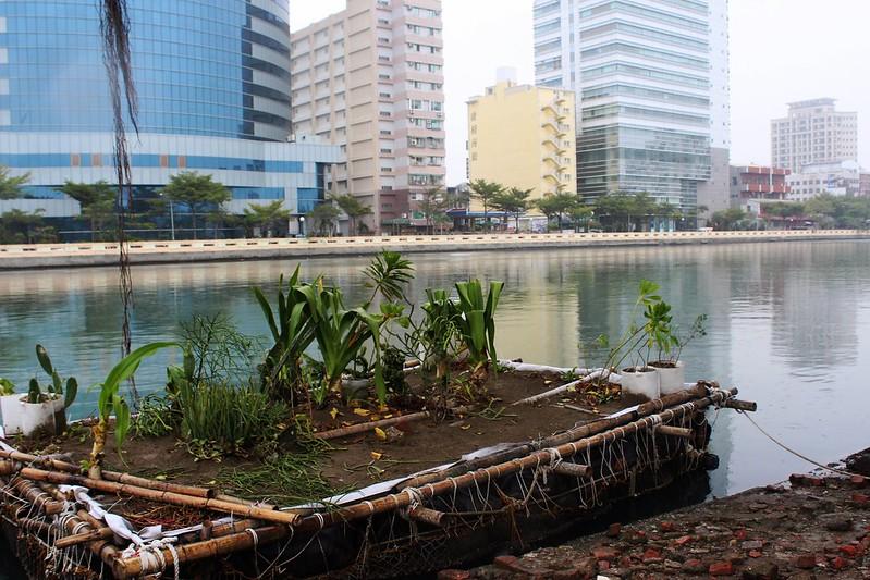台南運河上的漂浮花園,來自成大水利及海洋工程系師生效法原住民智慧的洪災調適思維。攝影:廖靜蕙