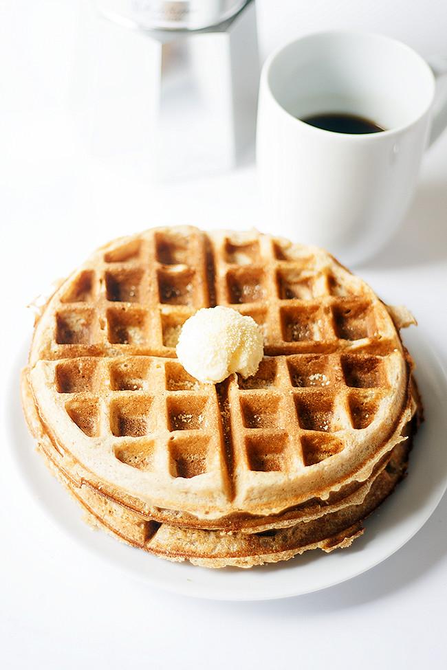 honey graham waffles | heathersfrenchpress.com