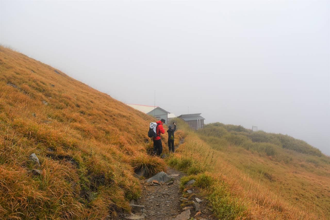 台湾・雪山 草原の中に建つ三六九山荘