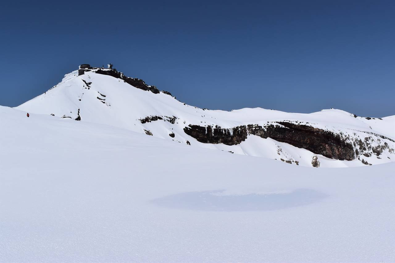 雪の富士山山頂