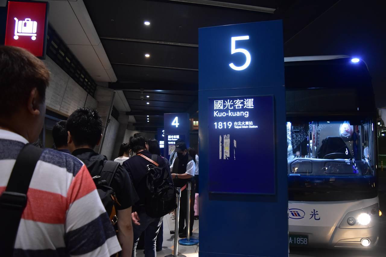 桃園空港から台北までのバス
