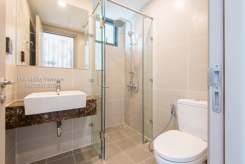 bathroom apartment district 4 Saigon for rent
