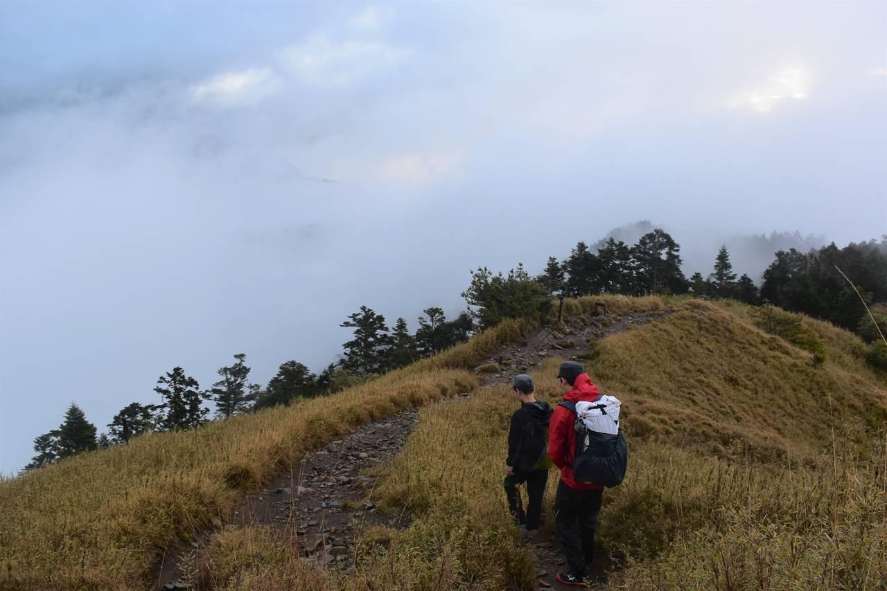 台湾・雪山東峰から主峰への稜線歩き