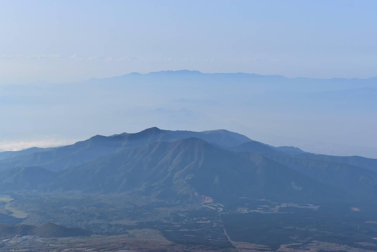 富士山・富士宮コースから眺める愛鷹山と天城山