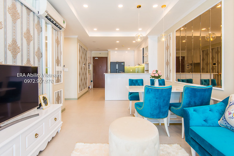 Phòng khách căn hộ Goldview cho thuê thiết kế sang trọng