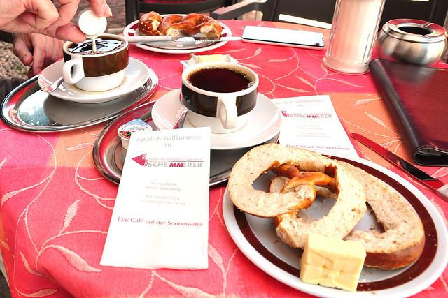 Butterbrezel-Frühstück im oberbayrischen Tittmoning --- Foto: Brigitte Stolle, Juni 2018