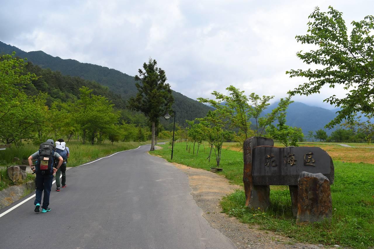 台湾 キャンプ場から雪山登山口へ