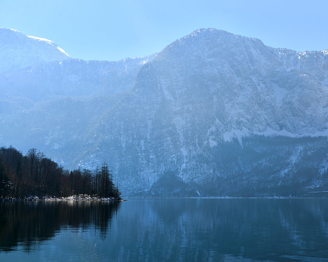 Vistas del lago de Hallstatt desde el barco que va a la estación de tren