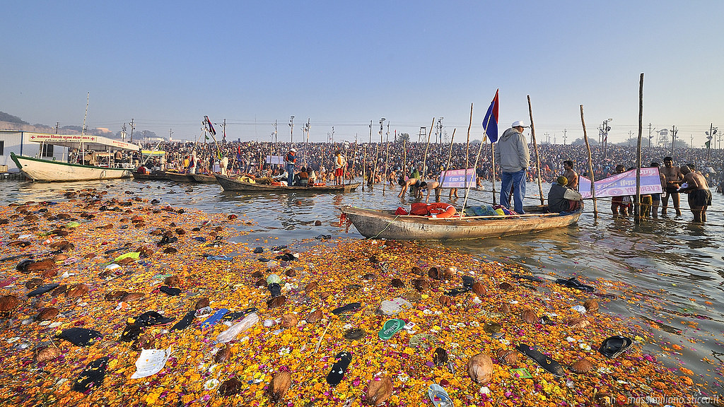 恆河的垃圾污染。圖片來源:Massimiliano Sticca(CC BY-NC-ND 2.0)