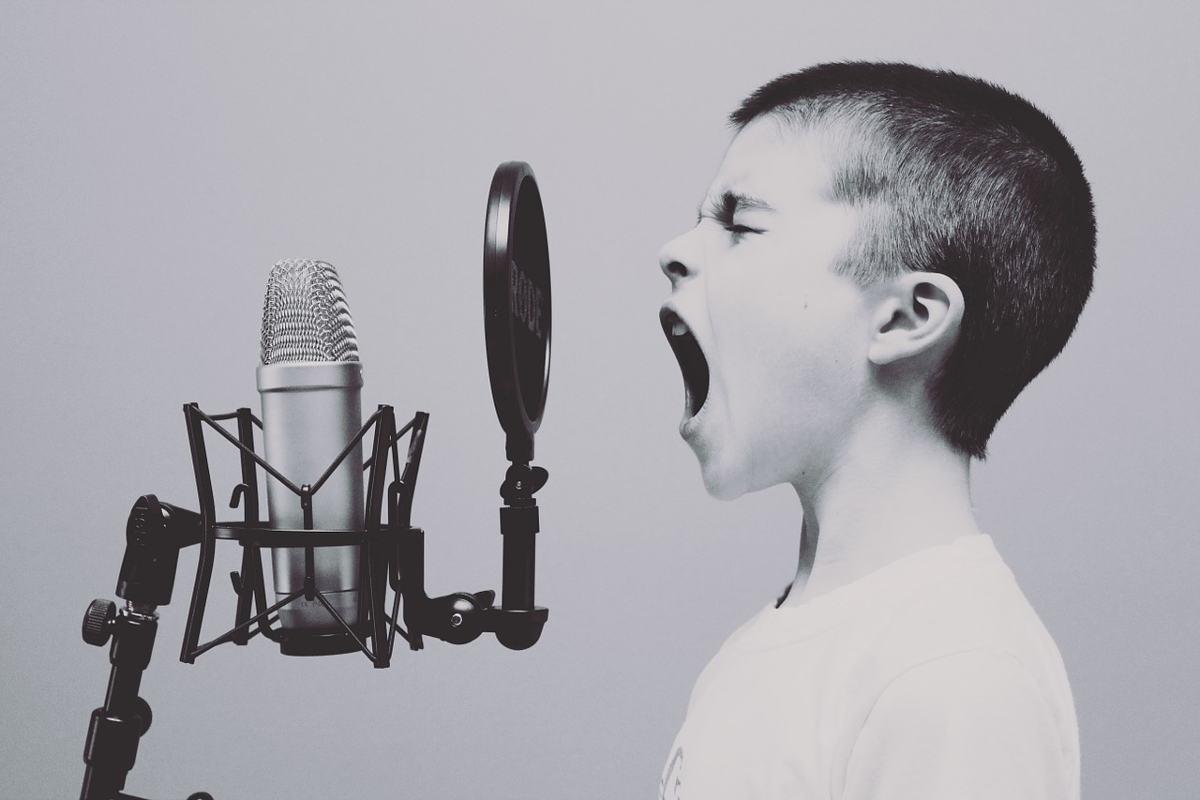 oir-el-microfono-en-tiempo-real