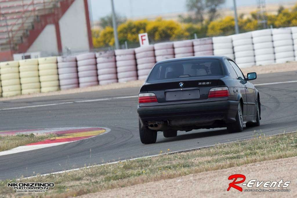 BMW e36 328i en el circuito de Albacete