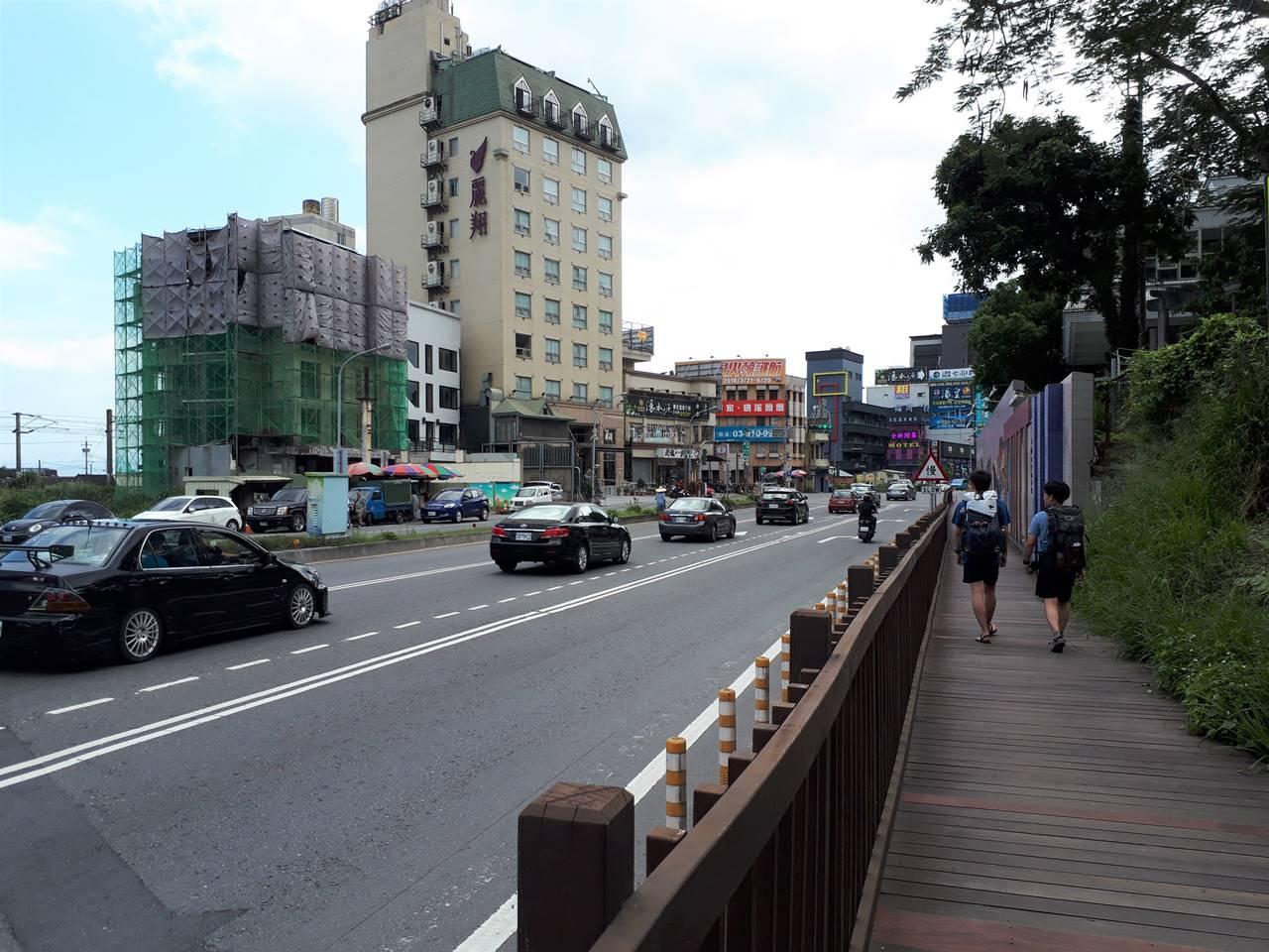 台湾・礁渓温泉の街を散策