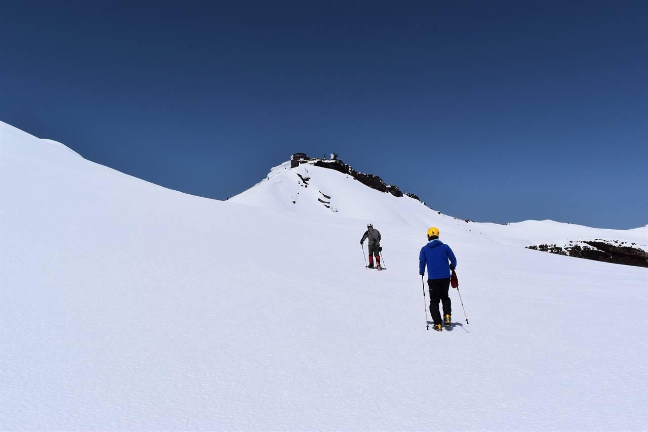 残雪の富士山 剣ヶ峰へ