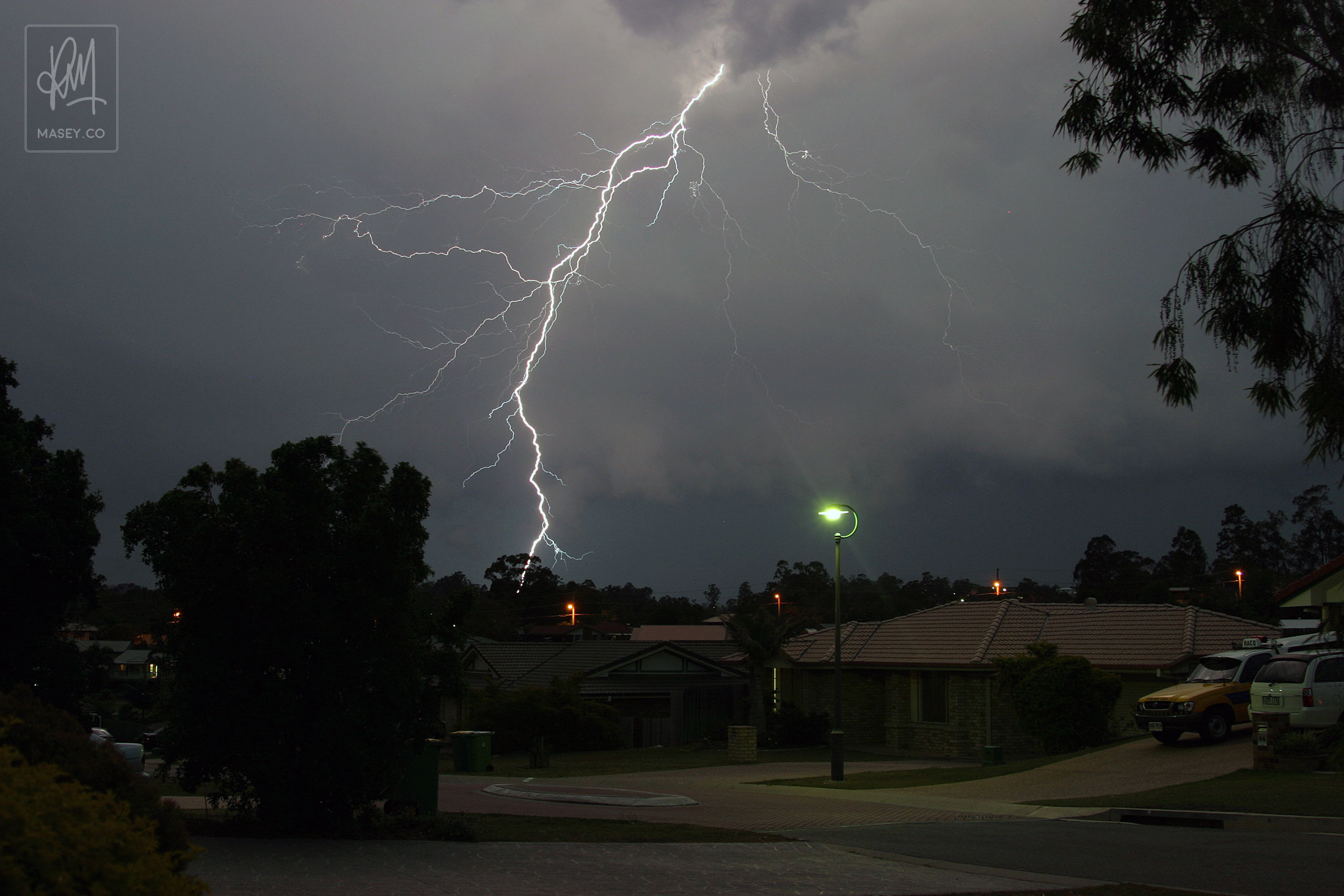 Impressive fork lightning touching down over Brisbane