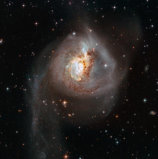 VCSE - Ütközés az NGC 3256-ban - APOD, NASA, ESA, HST