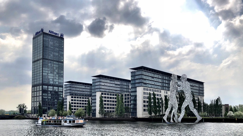 The Berlin Allianz-Treptowers with Molecule Men | ENG: The