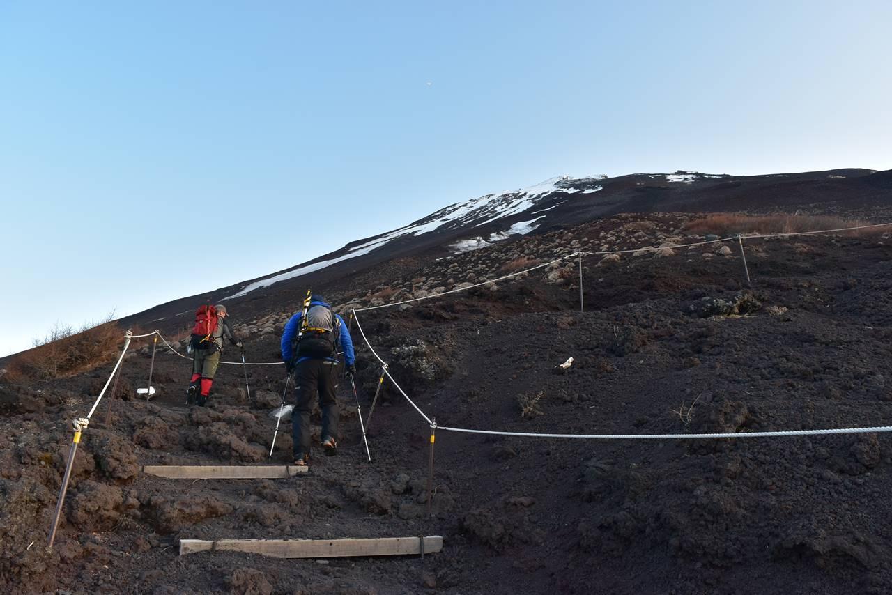 残雪の富士山 日帰り登山(富士宮コース)