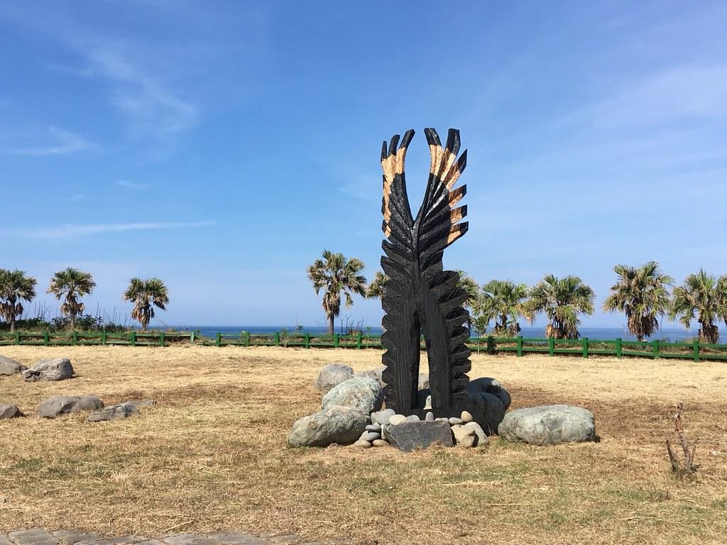 希巨蘇飛以排灣族文化中象徵尊貴的「雄鷹羽毛」為本,創作大型雕塑。