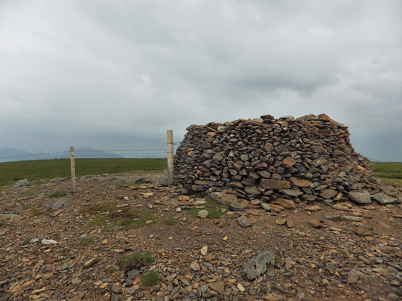 The wind shelter on Moel Eilio