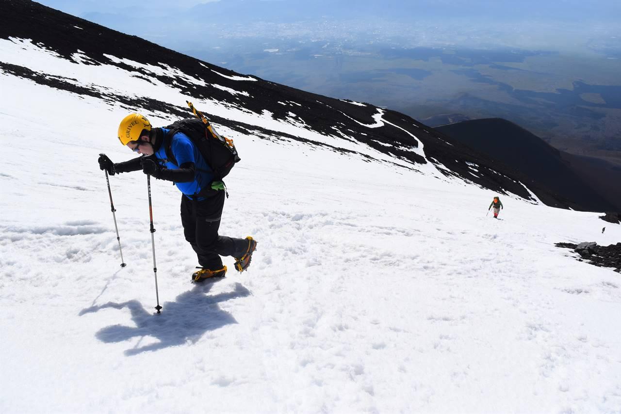 富士山・富士宮コース 雪の斜面を直登