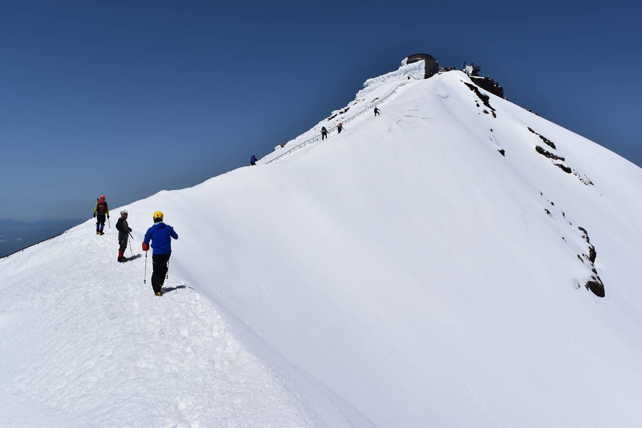 雪の富士山剣ヶ峰