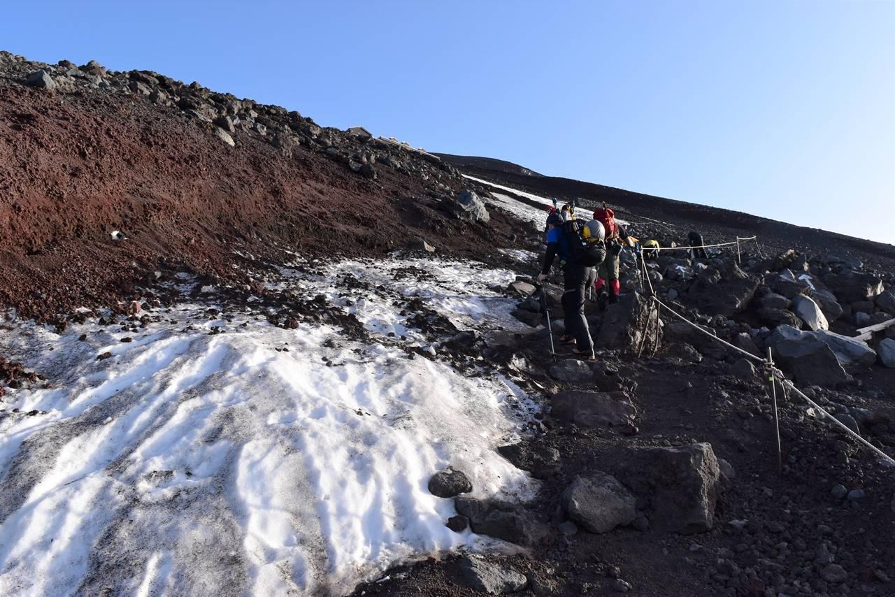 富士山 残雪の登山道