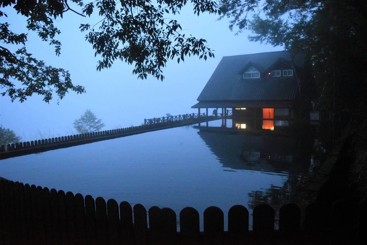 台湾・雪山 登山口の池