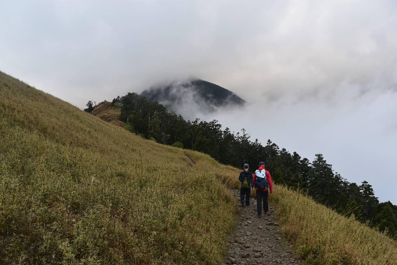 台湾・雪山の稜線