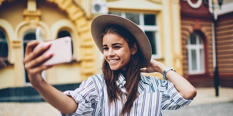 how to take selfies like a model
