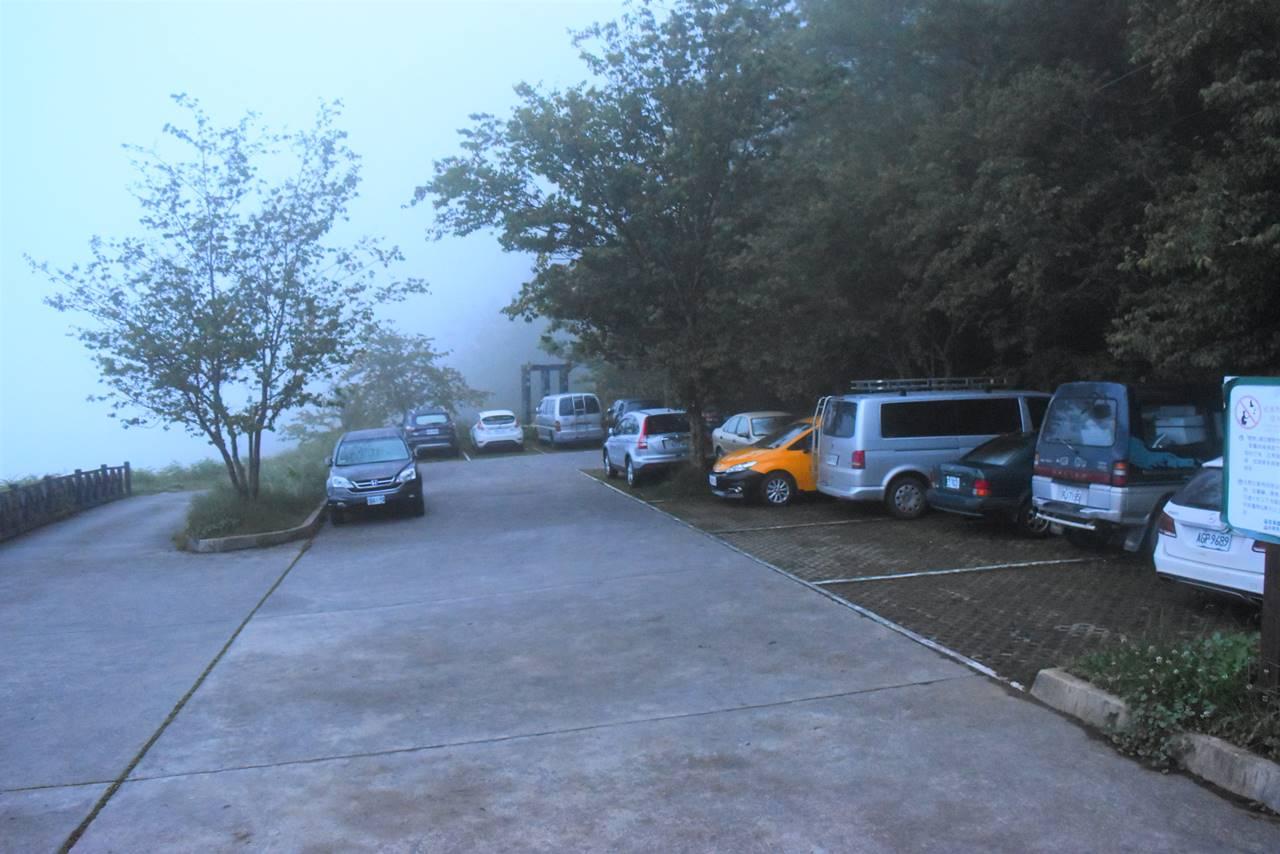台湾・雪山登山口駐車場