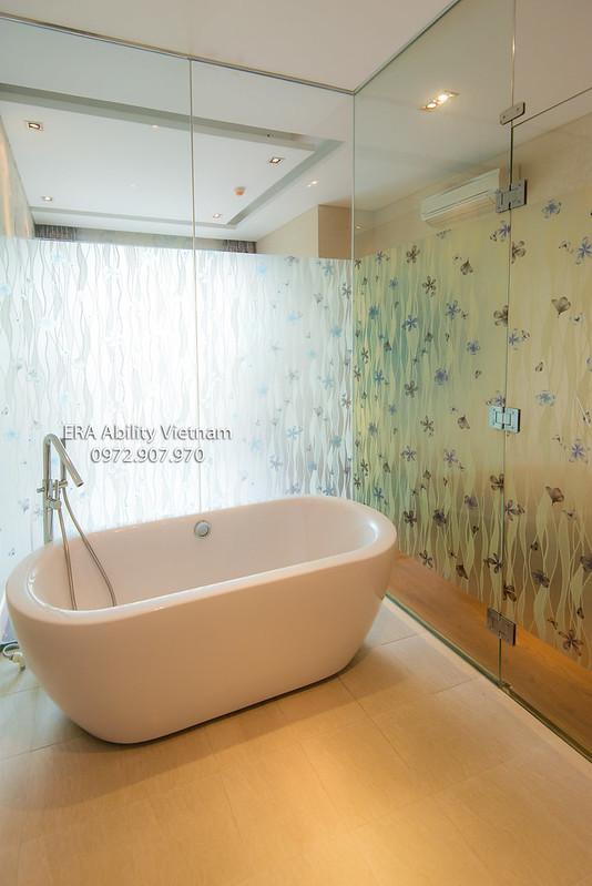 Phòng tắm căn hộ Everich quận 10 có bồn tấm