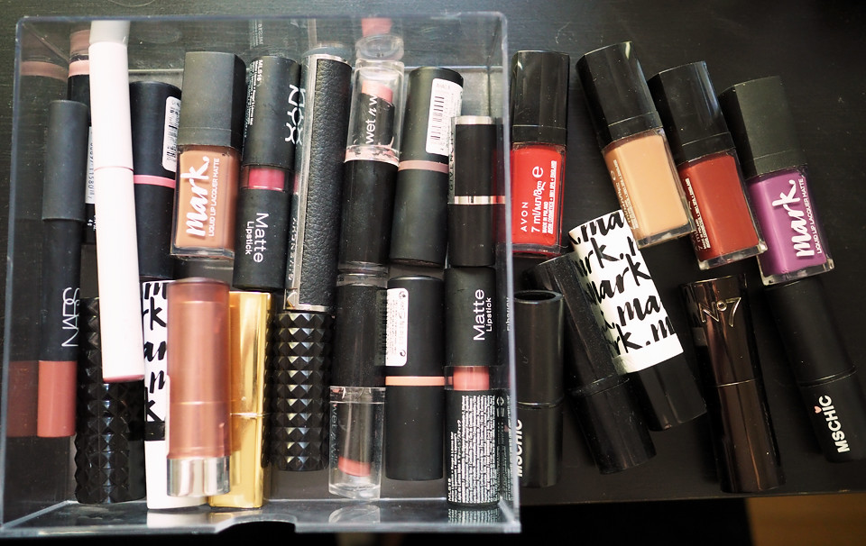 lipstick declutter makeup meikki kevätsiivous