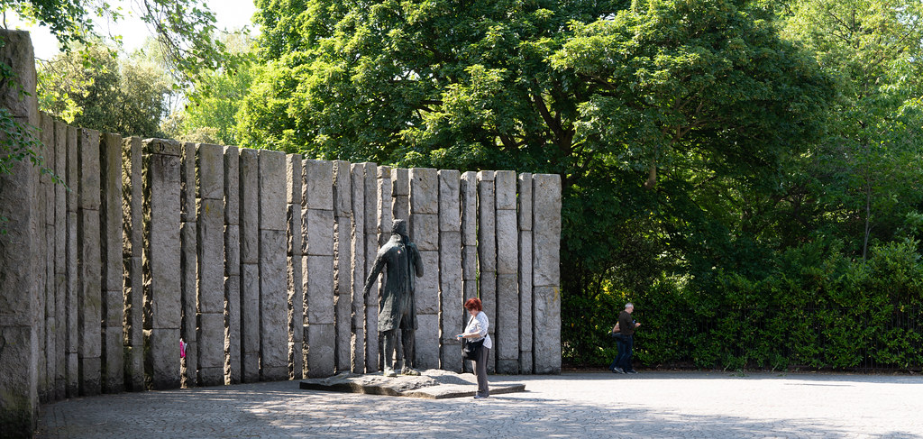 STATUE THOEBALD WOLFE TONE BY NOEL KEATING AND EDDIE DELANEY  001