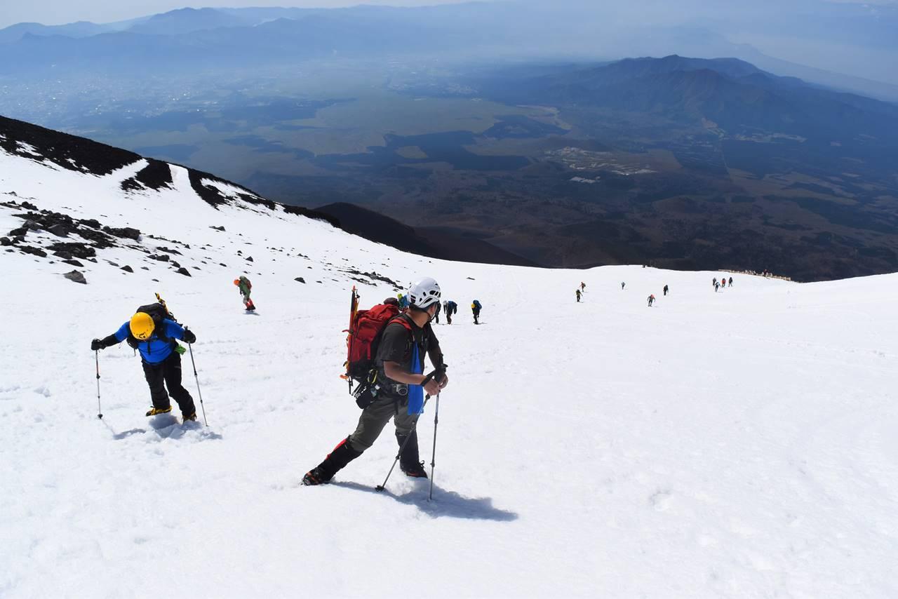 残雪の富士山登山