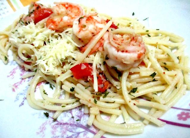 Aglio-olio prawn spaghetti