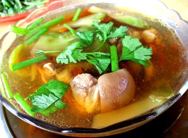 Too kha luak chai soup